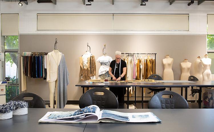 شغل طراحی لباس در کانادا